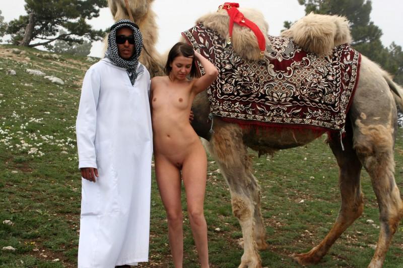 vika-camel-nude-in-russia-05