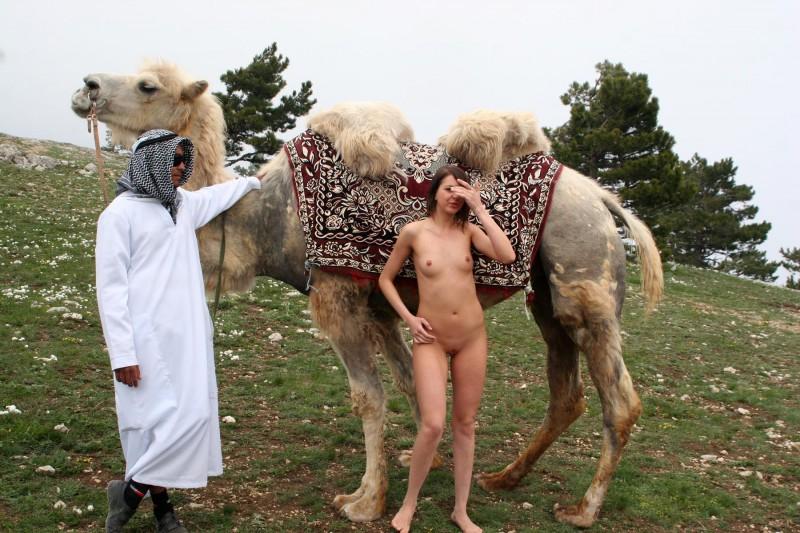 vika-camel-nude-in-russia-10