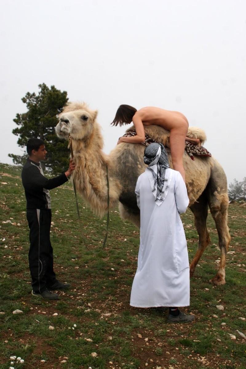 vika-camel-nude-in-russia-14