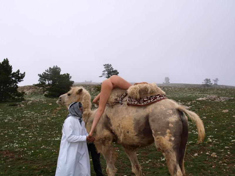 vika-camel-nude-in-russia-15