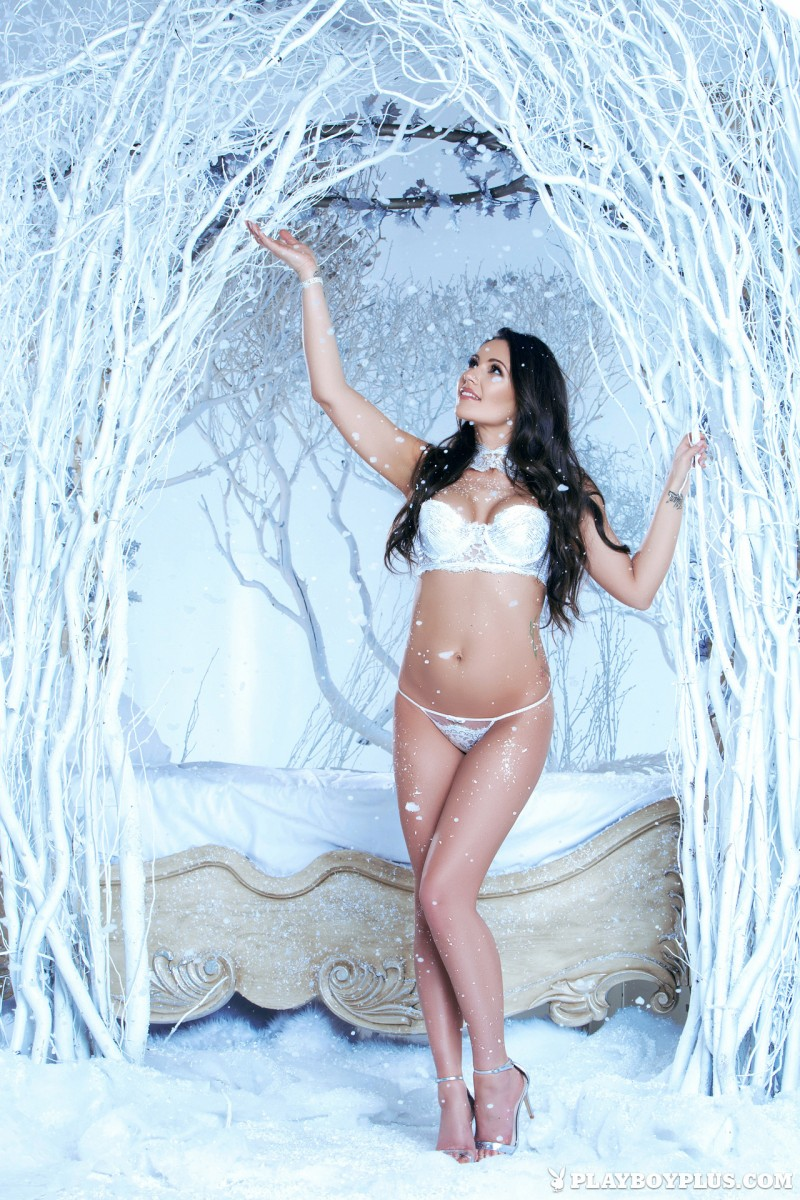candace-leilani-winter-queen-naked-playboy-02