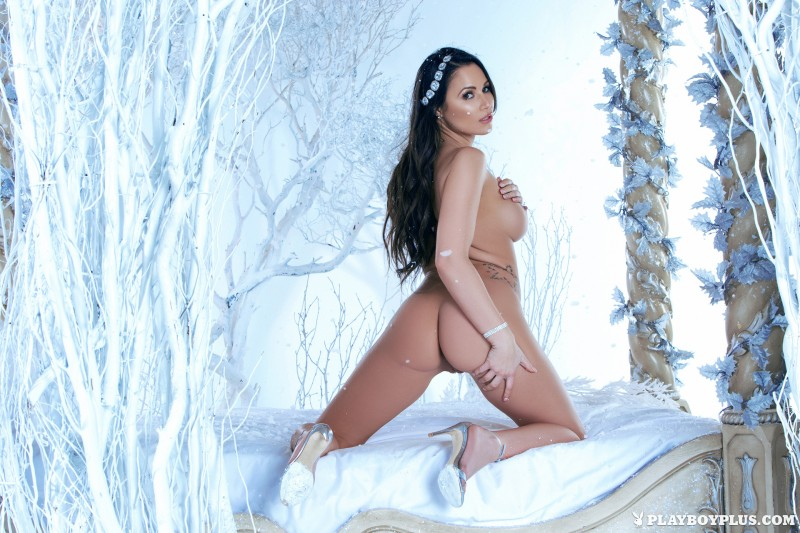 candace-leilani-winter-queen-naked-playboy-13