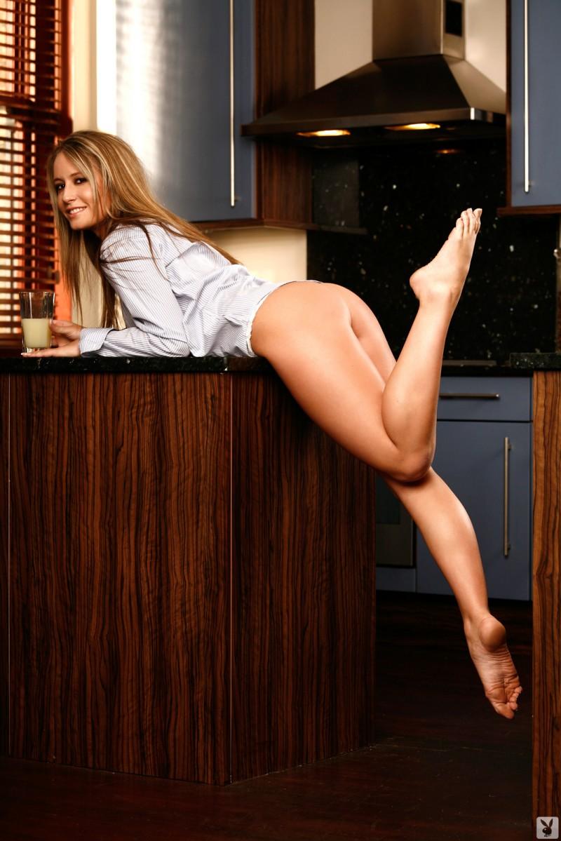 candice-collyer-kitchen-playboy-02