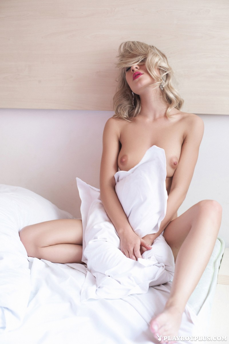 darina-litvinova-nude-bedroom-playboy-19