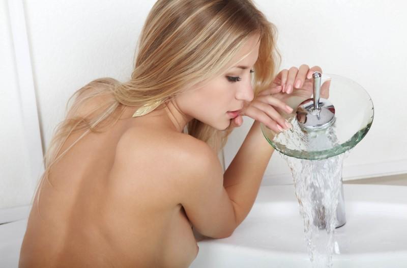 felicity-bath-nude-errotica-archives-18