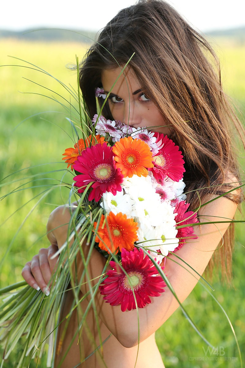 little-caprice-flowers-meadow-watch4beauty-15
