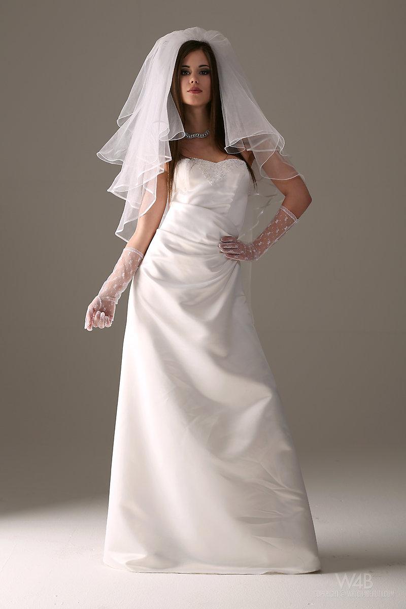 caprice-nude-bride-watch4beauty-02