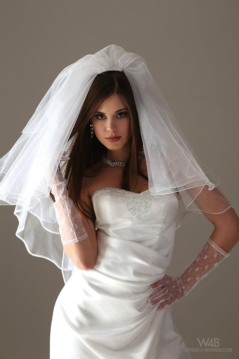 caprice-nude-bride-watch4beauty-03