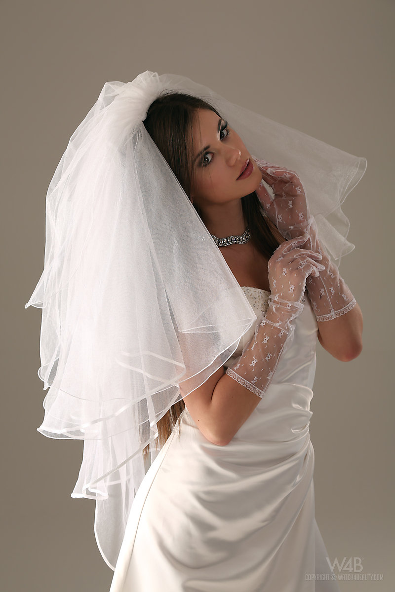 caprice-nude-bride-watch4beauty-05