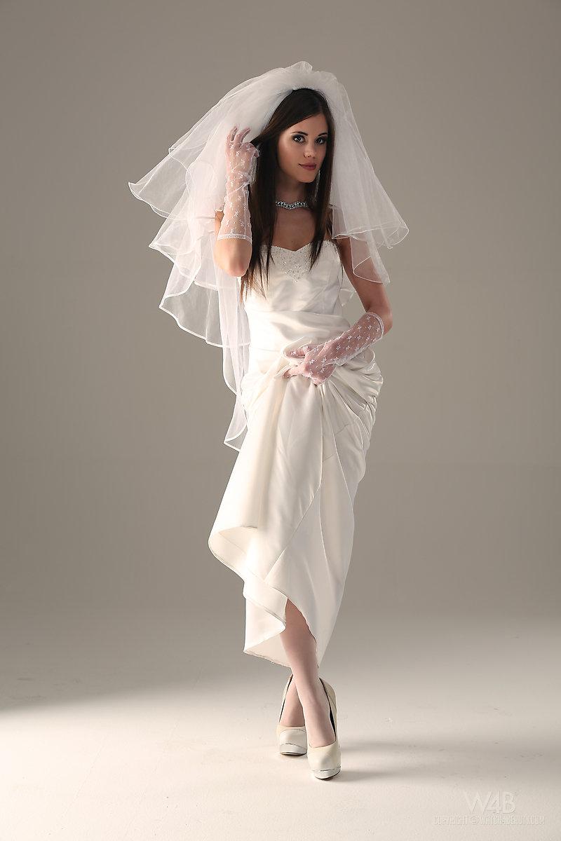 caprice-nude-bride-watch4beauty-08