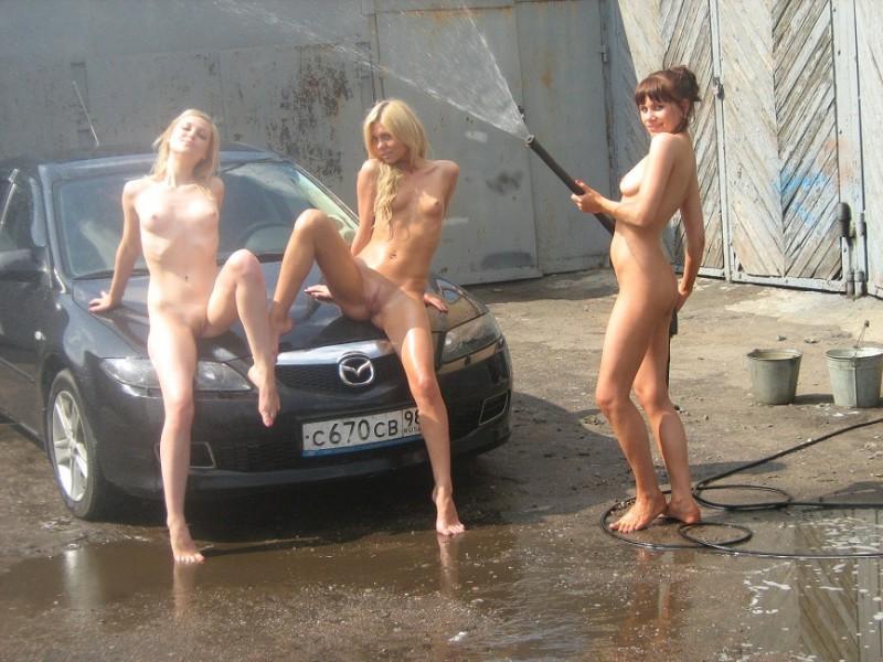 Девушки голые моют машины фото