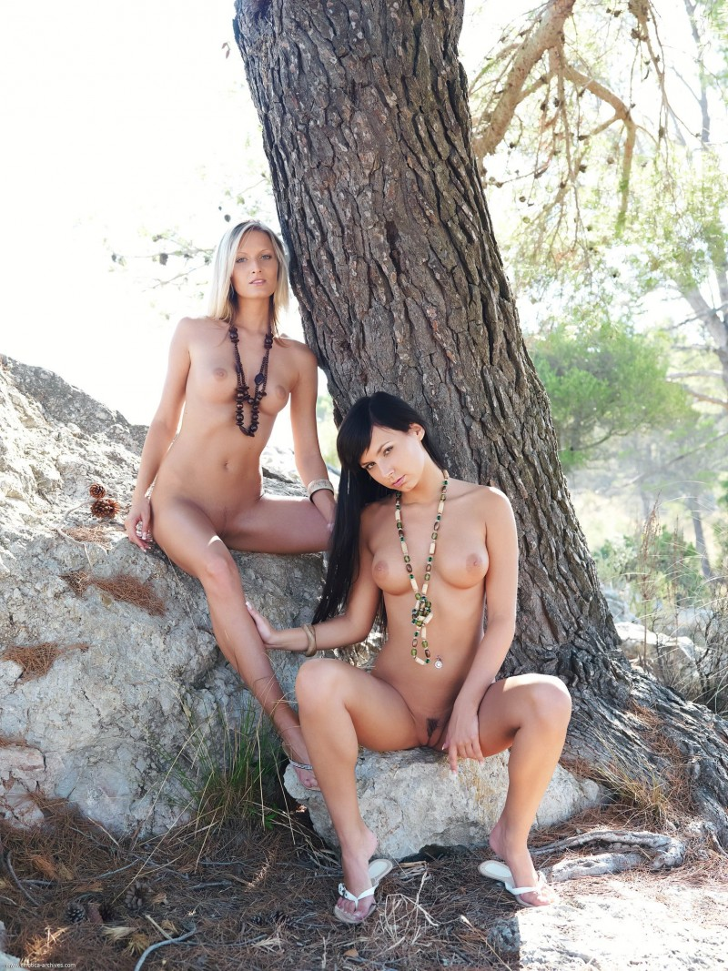 carie-&-paola-tree-nude-errotica-archives-01