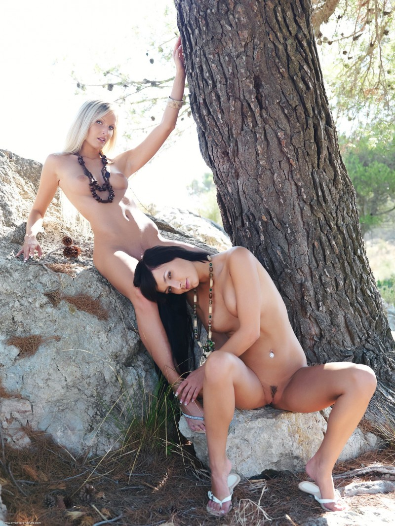 carie-&-paola-tree-nude-errotica-archives-02