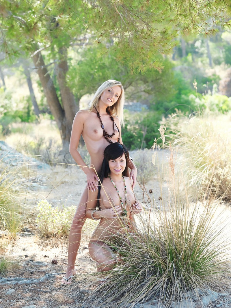 carie-&-paola-tree-nude-errotica-archives-20