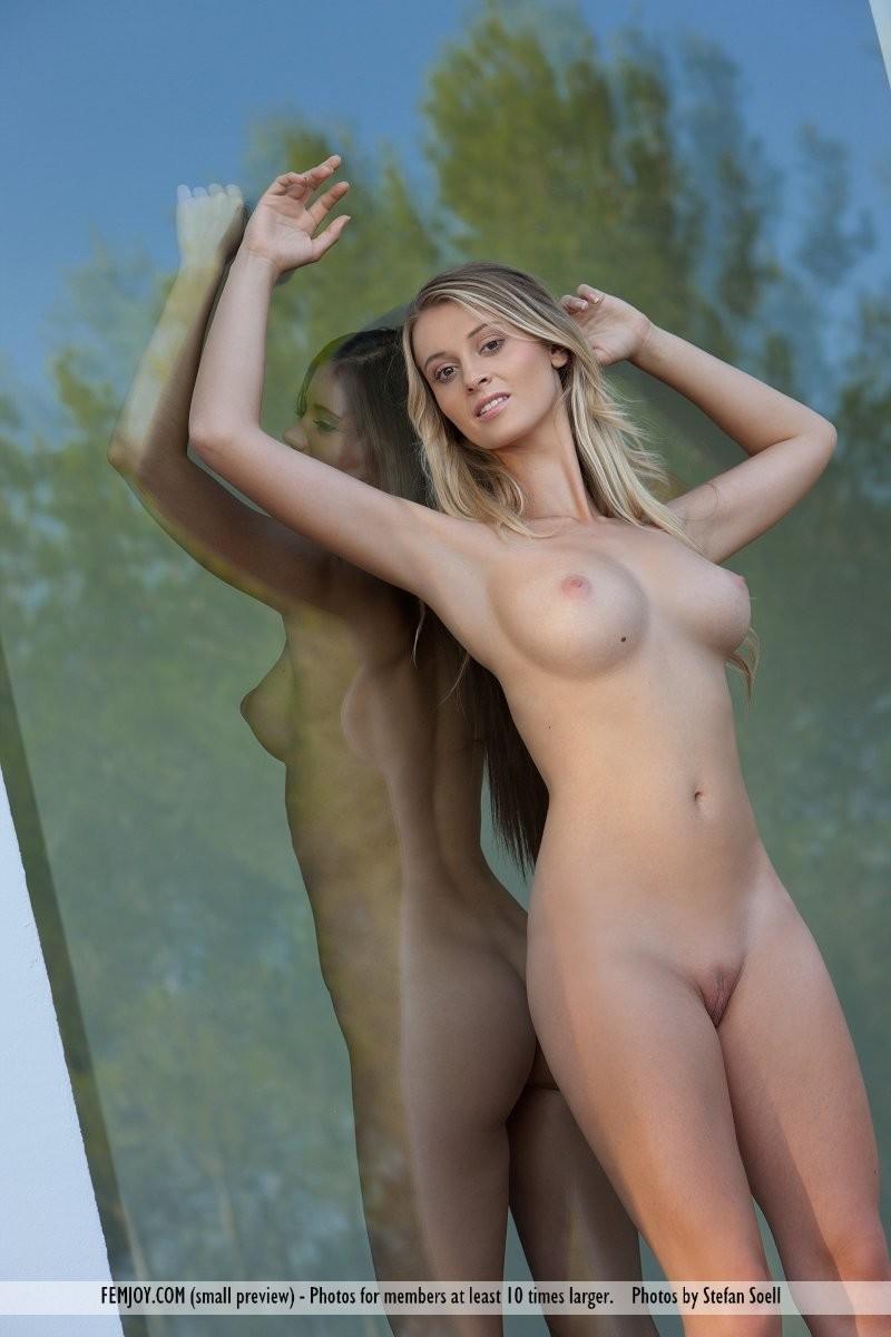 carisha-&-caprice-nude-femjoy-13