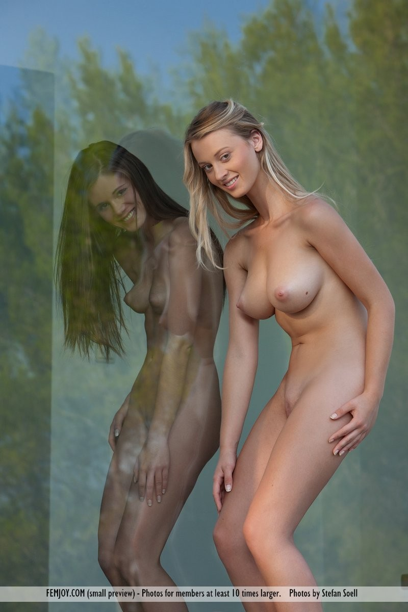 carisha-&-caprice-nude-femjoy-15