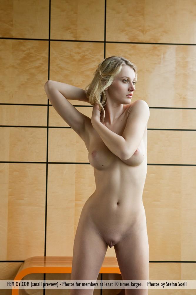 carisha-jeans-nude-femjoy-11