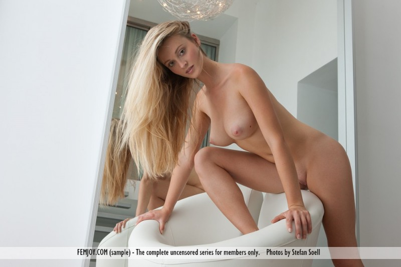 carisha-mirror-nude-femjoy-08