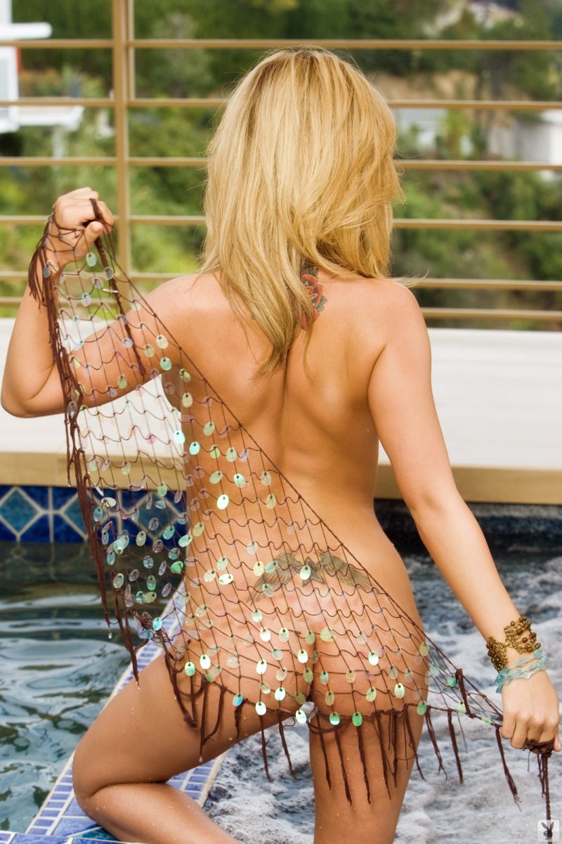 carlie-christine-jacuzzi-bikini-playboy-19