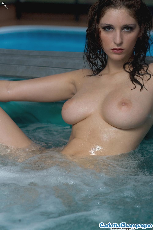 carlotta-champagne-nude-tits-jacuzzi-wet-17