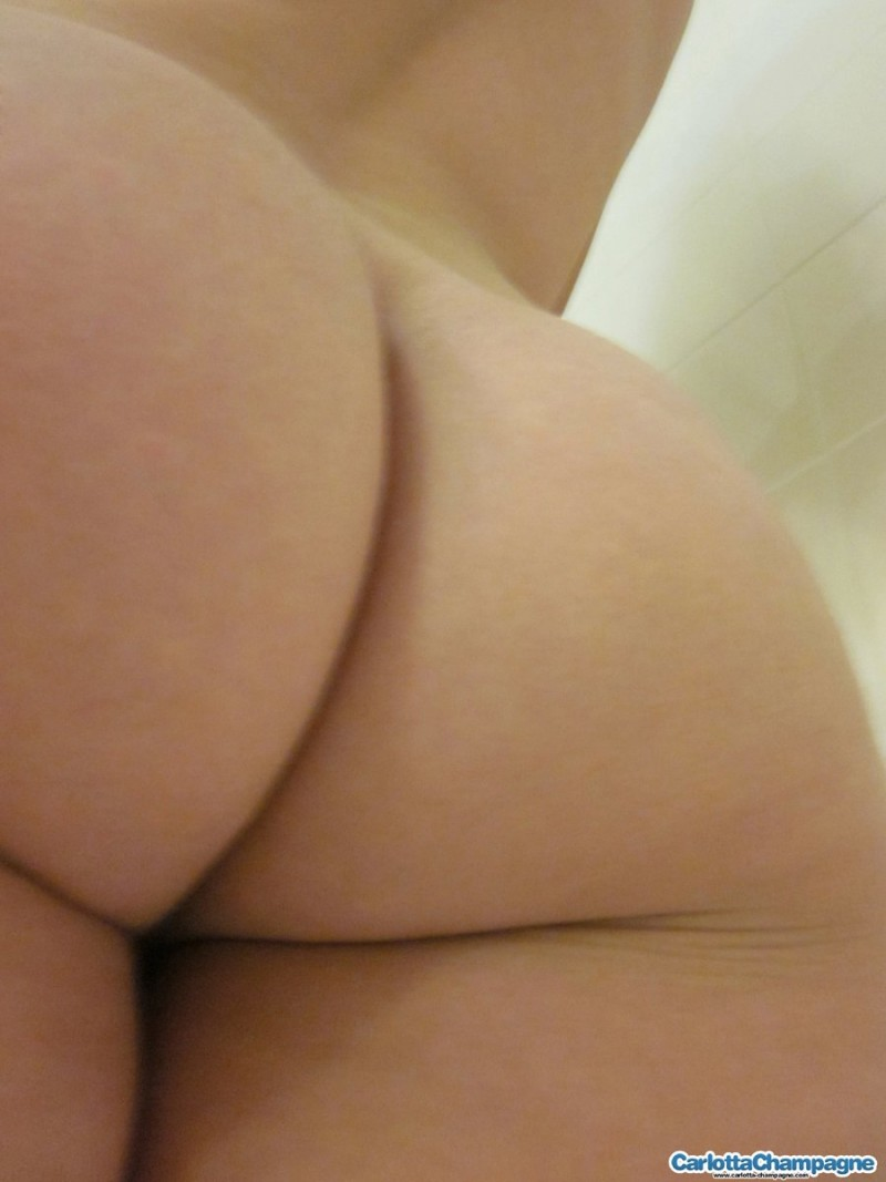 carlotta-champagne-selfshots-nude-bathroom-05