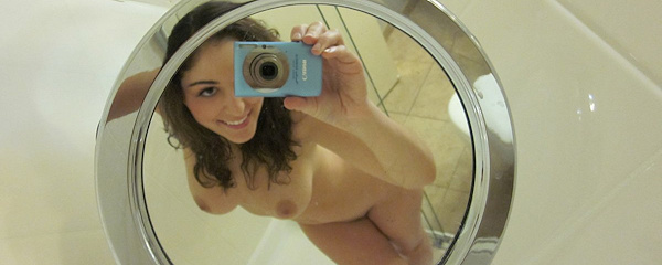 Carlotta Champagne – Self shots in bathroom