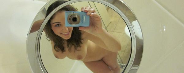 Carlotta Champagne – Self shots in bathroom
