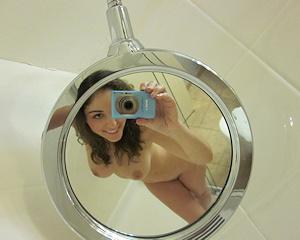 carlotta-champagne-selfshots-nude-bathroom
