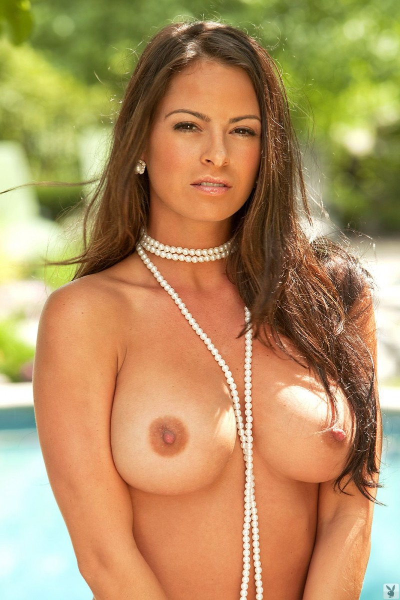 pearl-necklace-topless-girl-amature-nude-woman