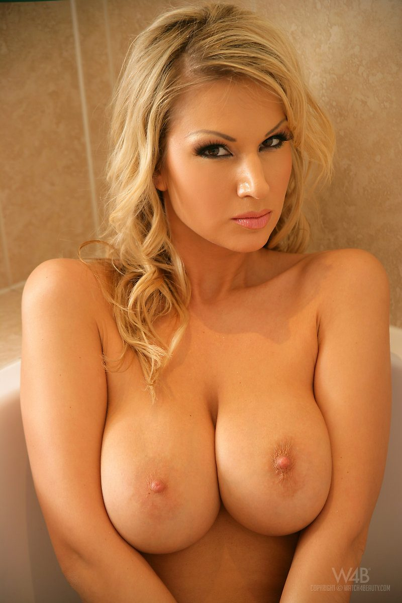 carol-tits-bathroom-watch4beauty-14