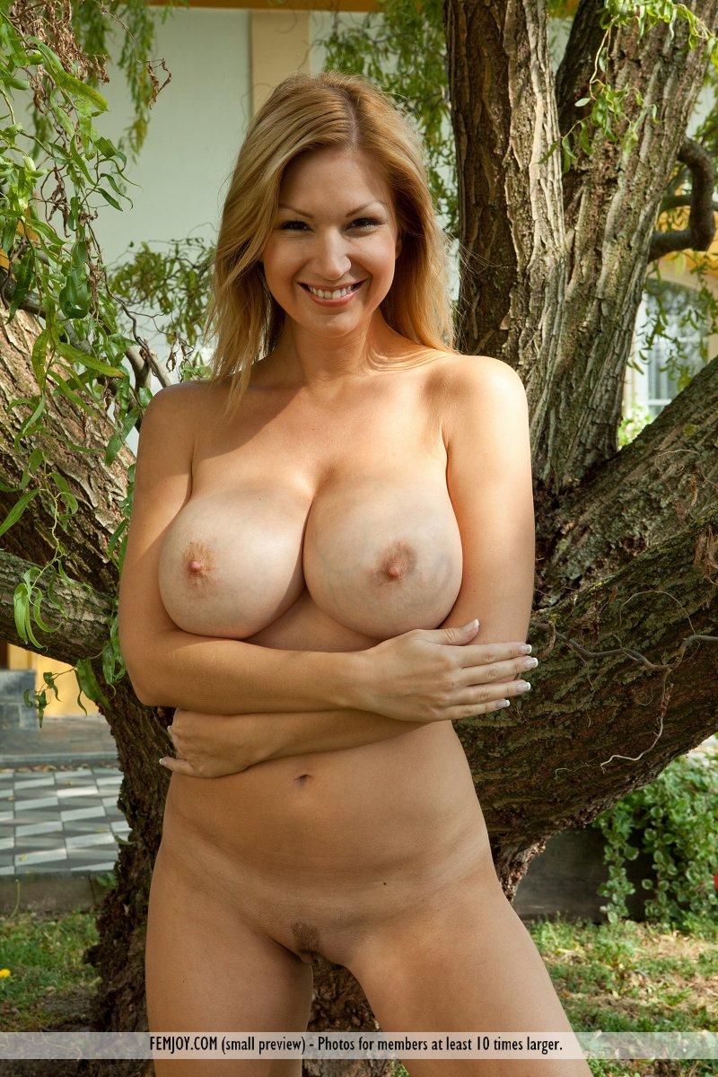 грудь нее голые тетки титьки красивые женщины и титьки стоит