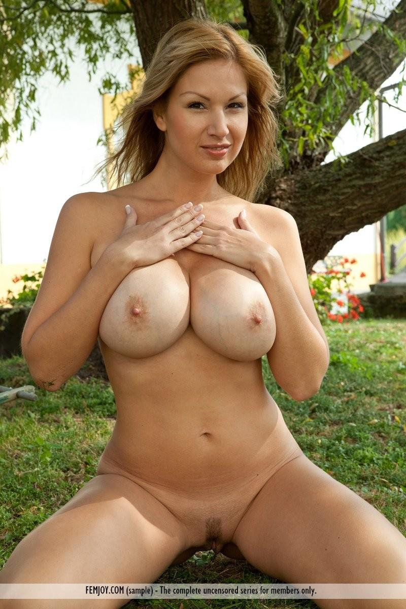 karol-backyard-big-boobs-femjoy-12