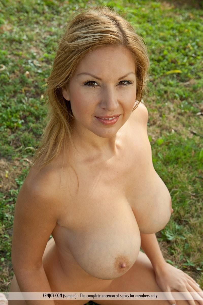 karol-backyard-big-boobs-femjoy-14