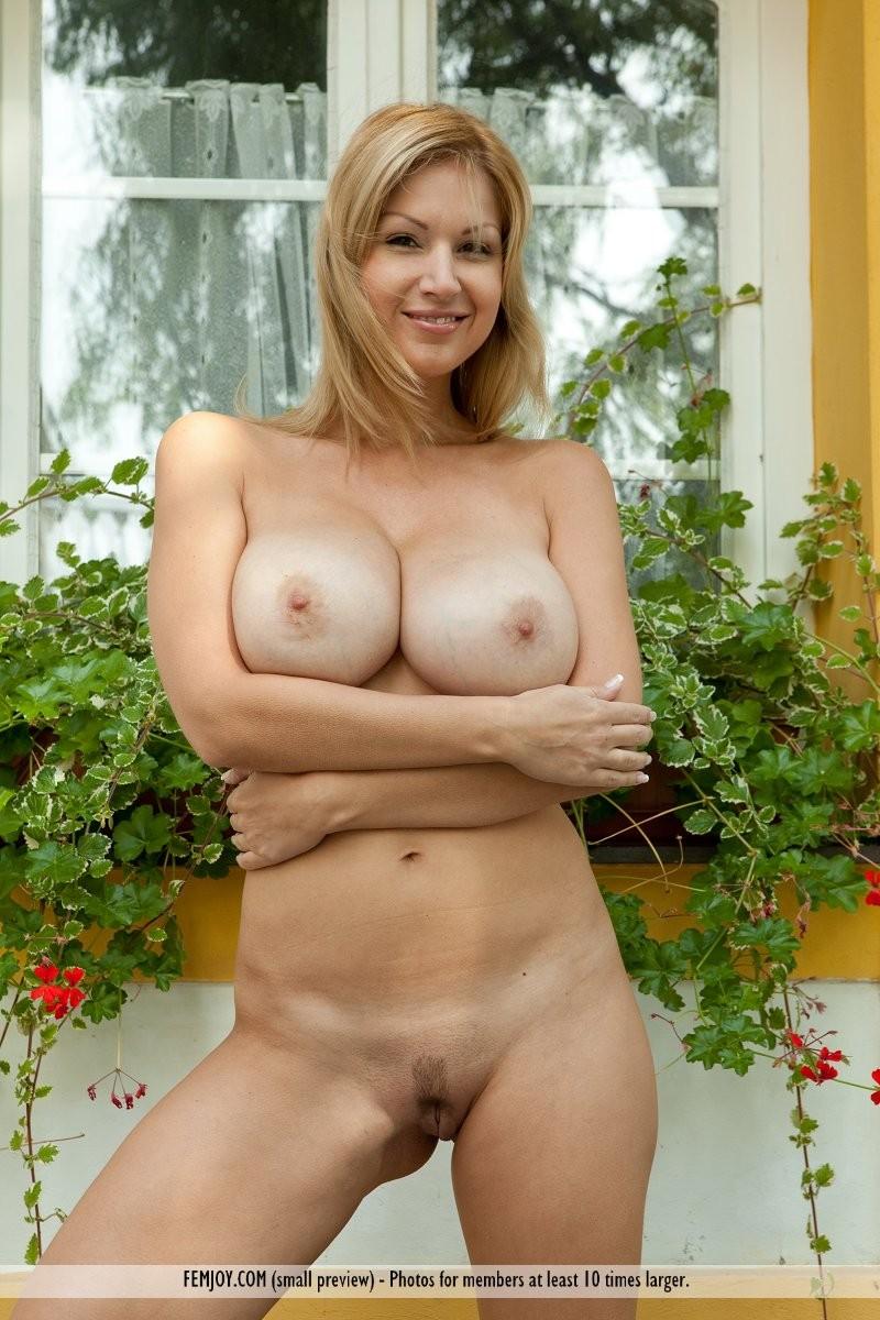 karol-backyard-big-boobs-femjoy-17