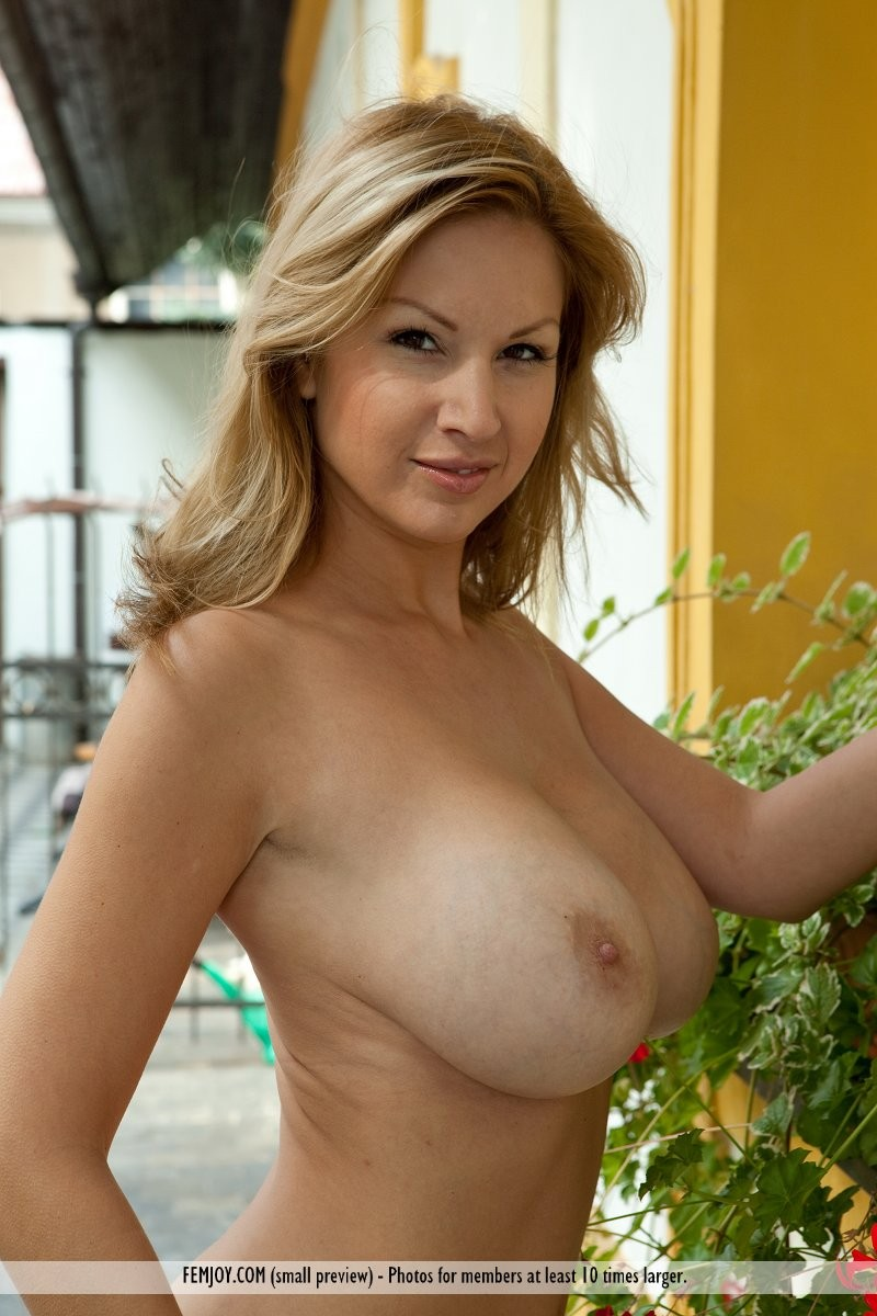 karol-backyard-big-boobs-femjoy-25