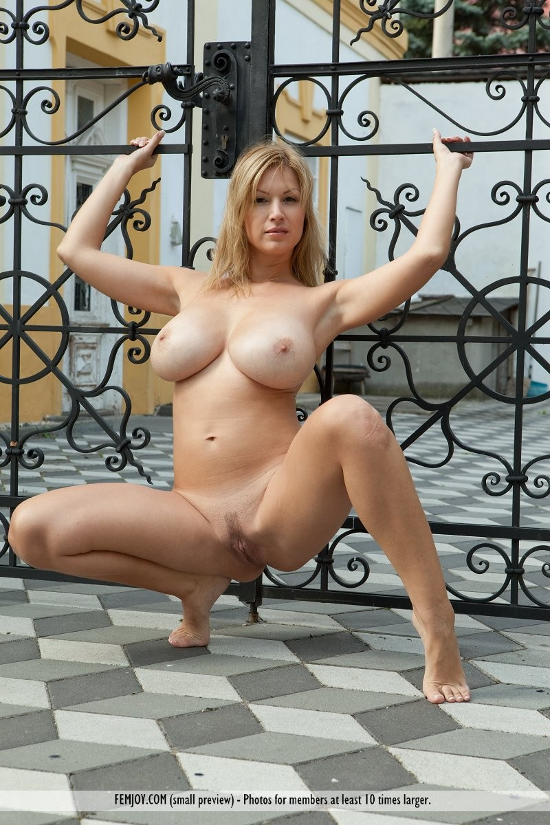 karol-backyard-big-boobs-femjoy-27