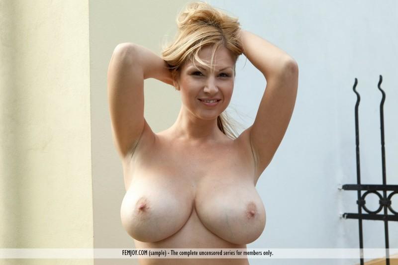 karol-backyard-big-boobs-femjoy-28