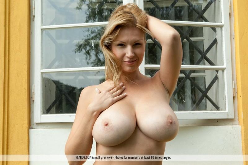 karol-backyard-big-boobs-femjoy-31