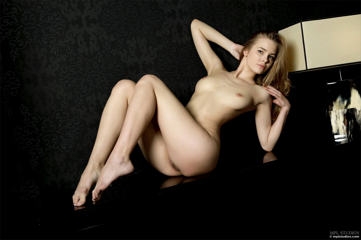 carolina-bottomless-nude-checkere-shirt-mplstudios-24