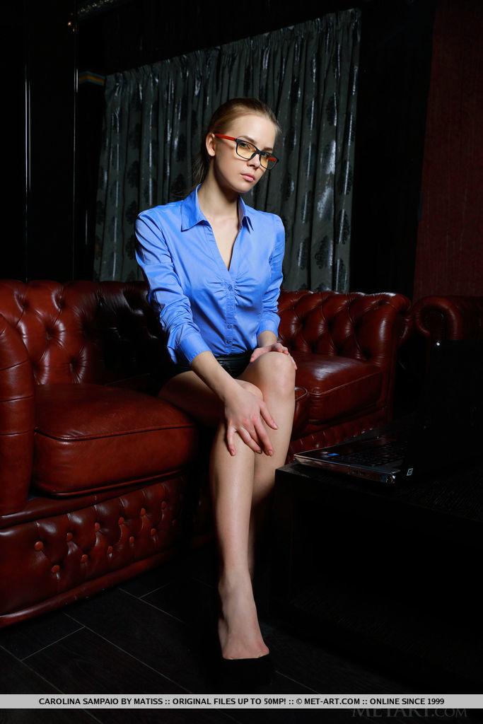 carolina-sampaio-leather-sofa-nude-metart-01