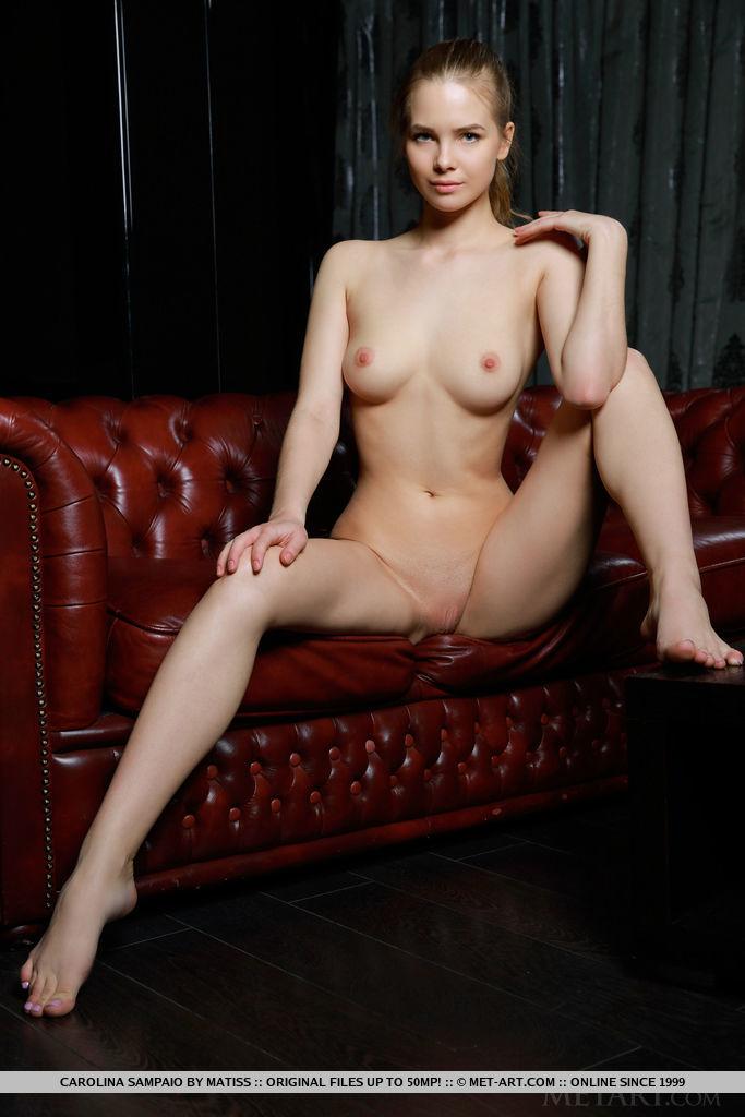 carolina-sampaio-leather-sofa-nude-metart-10