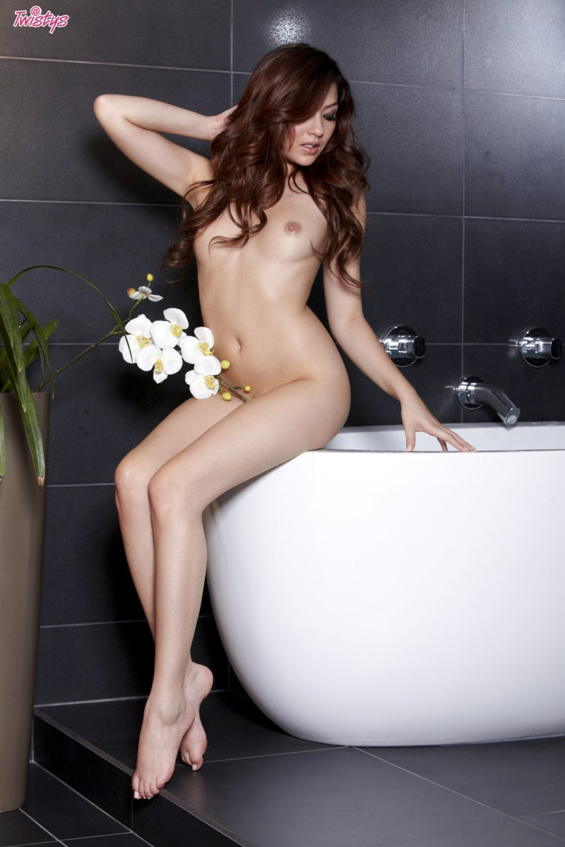 cassie-laine-nude-bathroom-twistys-10