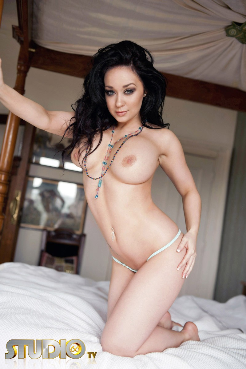 caty-cole-bedroom-nude-studio66tv-15