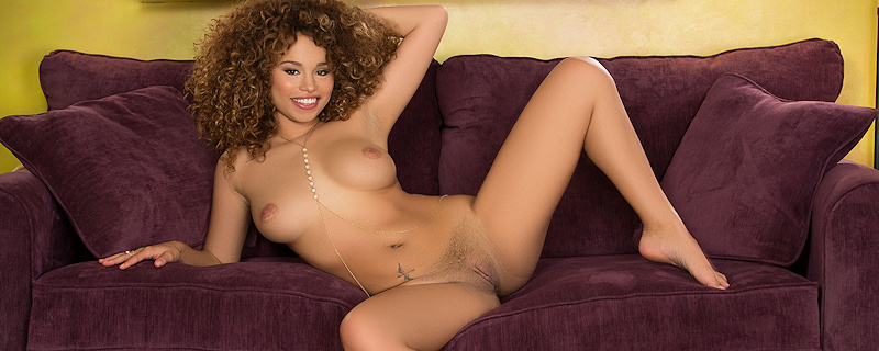 Cecilia Lion – Curly hair girl from Phoenix
