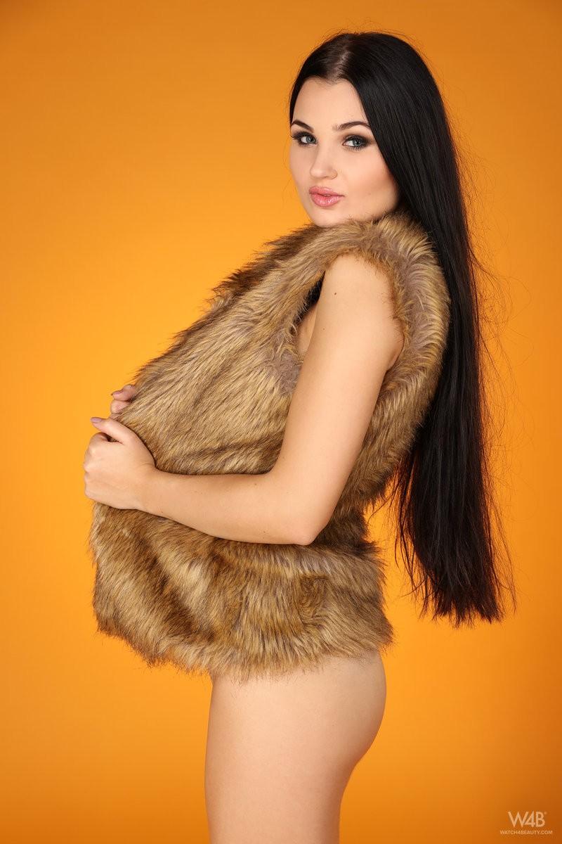 celeste-t-nude-furry-vest-watch4beauty-04