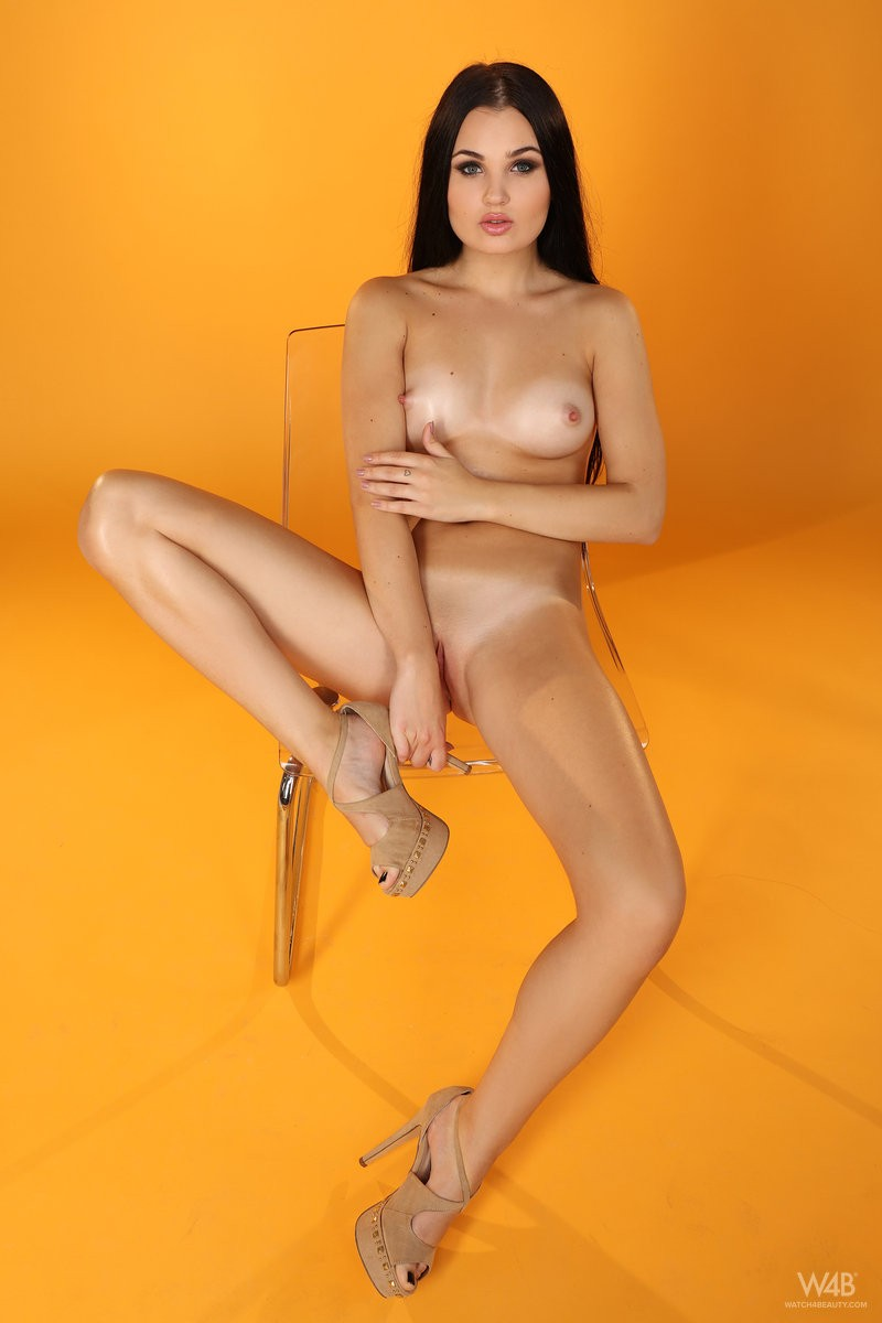 celeste-t-nude-furry-vest-watch4beauty-10