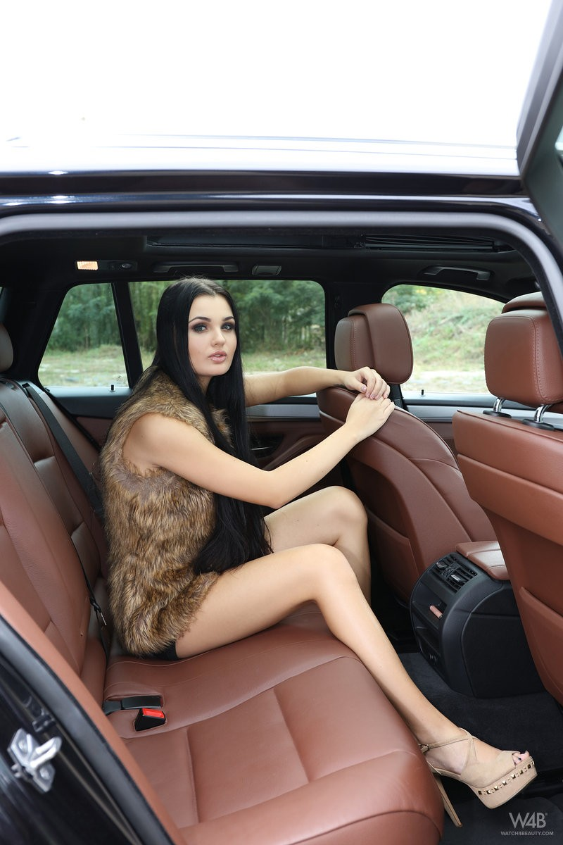 celeste-t-nude-backseat-brunette-watch4beauty-02
