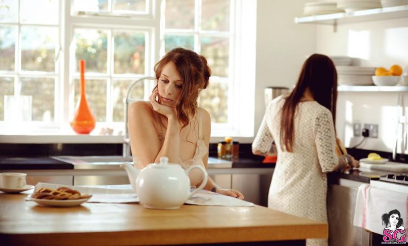 charlotte-herbert-kitchen-suicide-girls-02