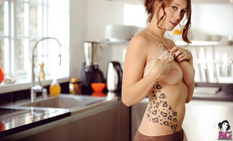 charlotte-herbert-kitchen-suicide-girls-07