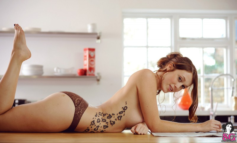charlotte-herbert-kitchen-suicide-girls-12
